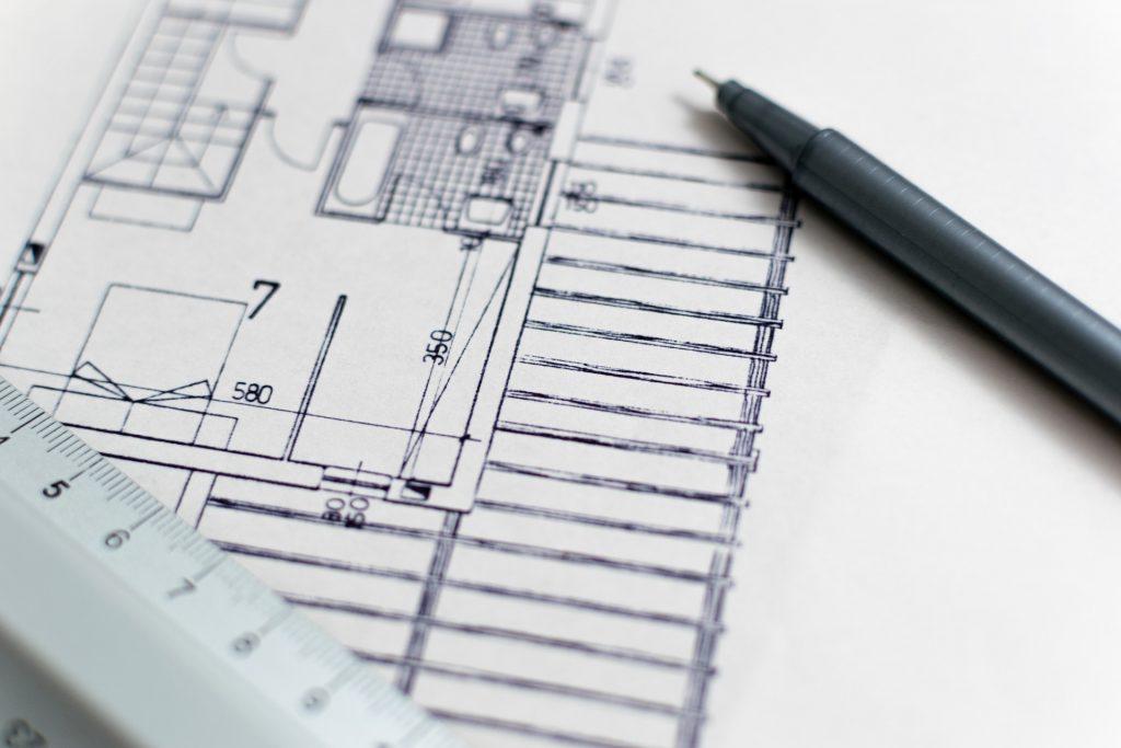 plan architecte, règle et stylo