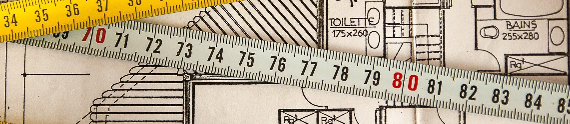 dessin de plan architecte avec mètre ruban de chantier
